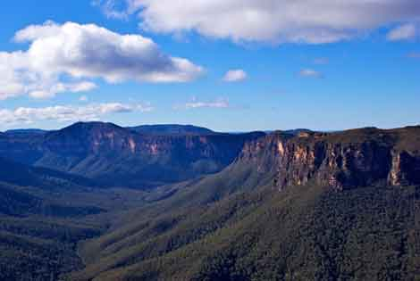 'Blue Mountains' by Wilson Afonso. CC BY 2.0.