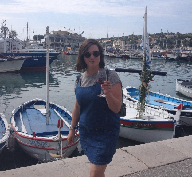 Louise enjoying a cheeky harbourside vino in Cassis. Image by Louise Bastock