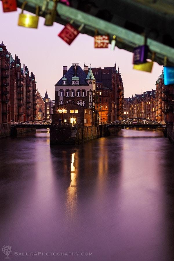 Love forever locks and Teekontor Krogmann in Hamburg - hsadura
