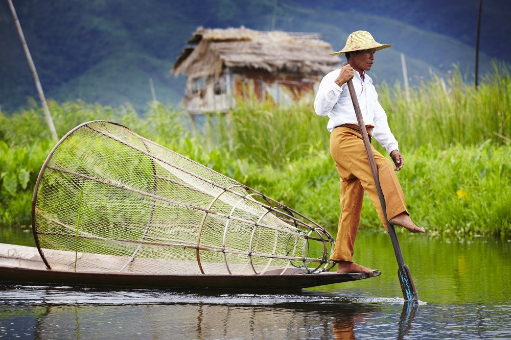 Fisherman leg rowing on Inle Lake.