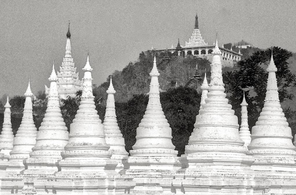 Ten White Stupas - Sayarma