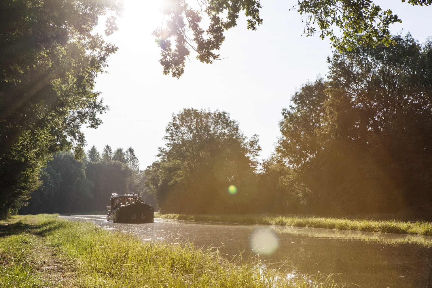 Cruising down the Yonne River in Burgundy © River Thompson / Lonely Planet