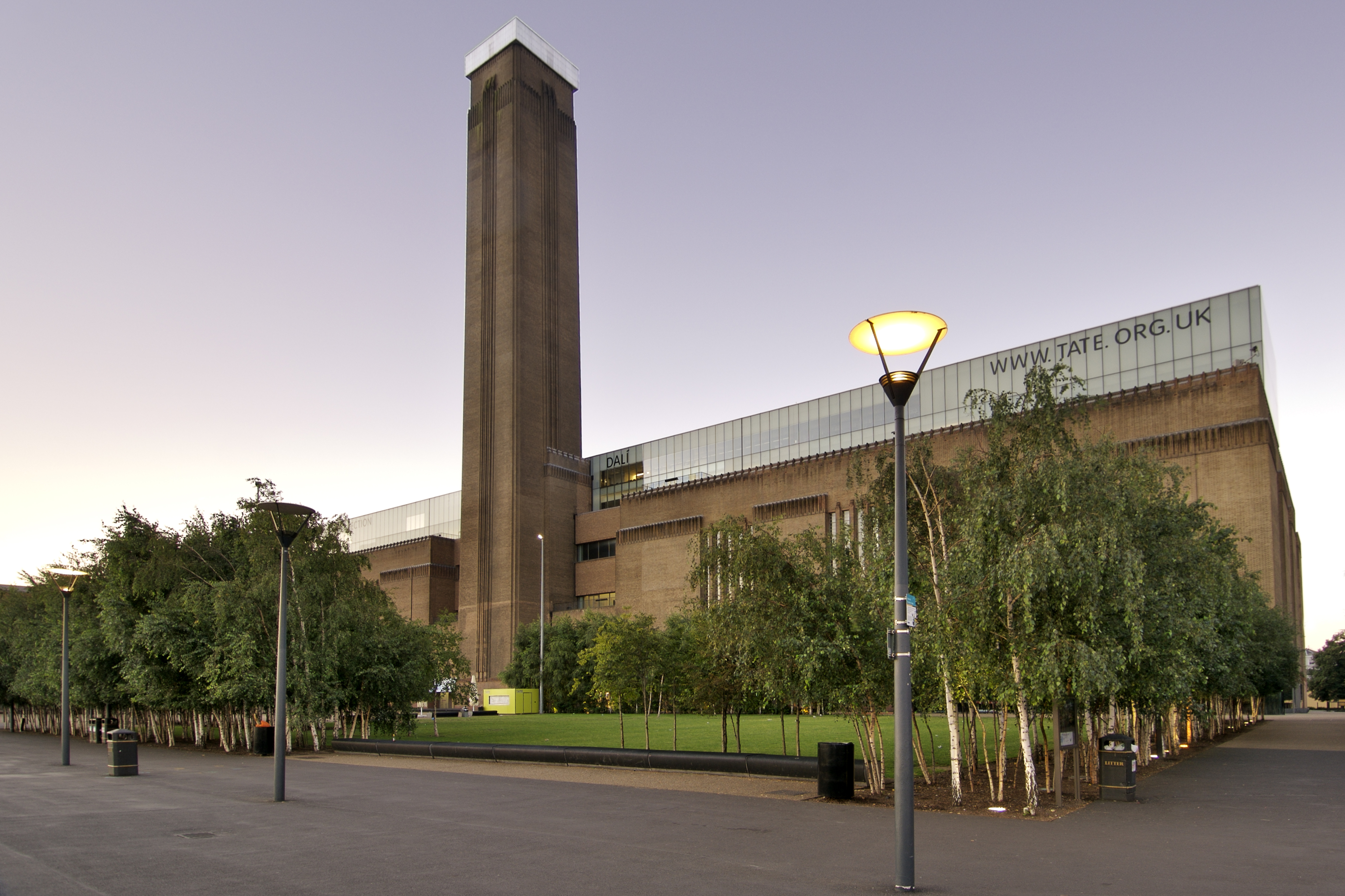 Tate modern lonely planet for Minimal art gallery london