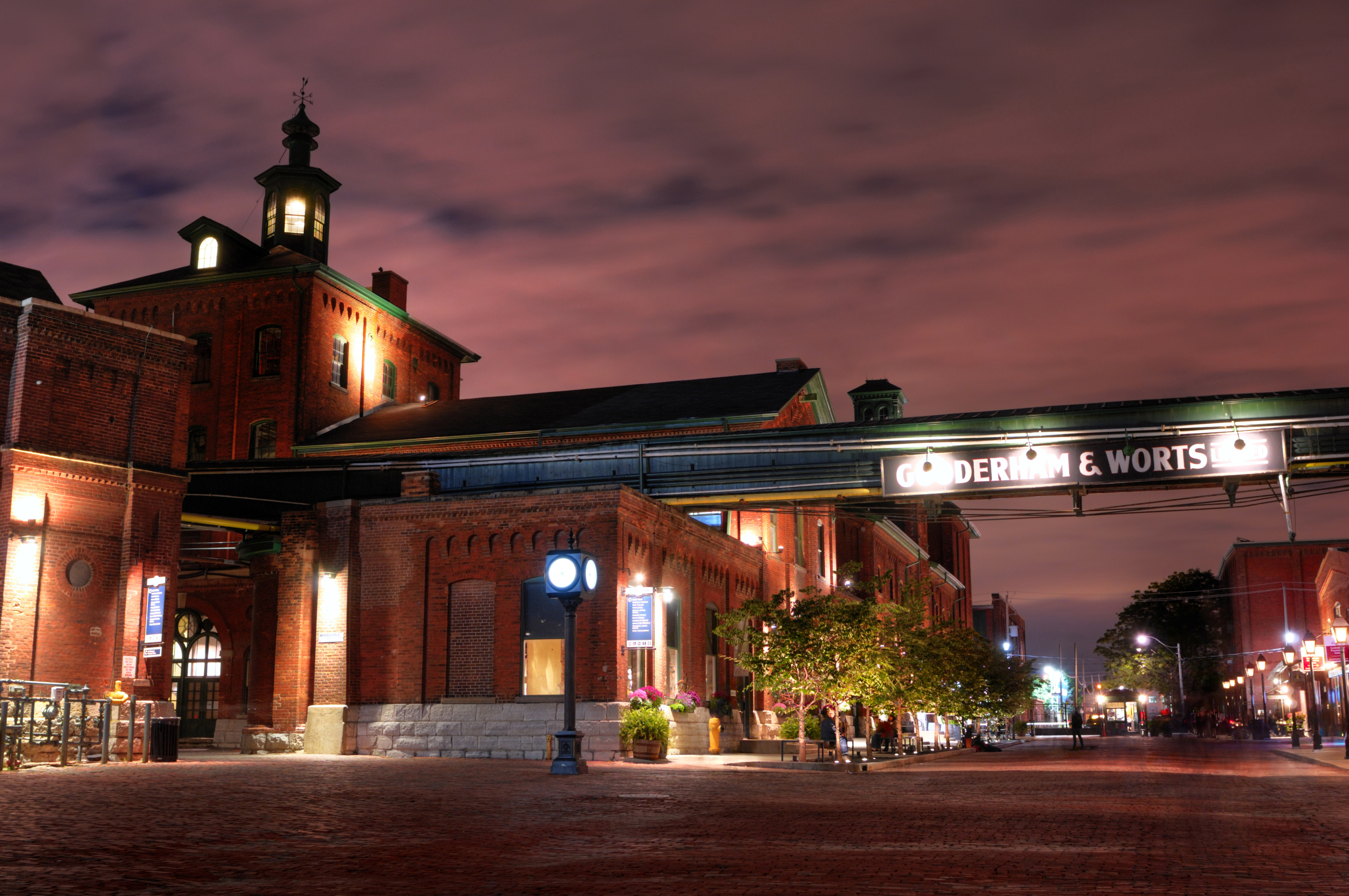 Hotels Close To Distillery District Toronto