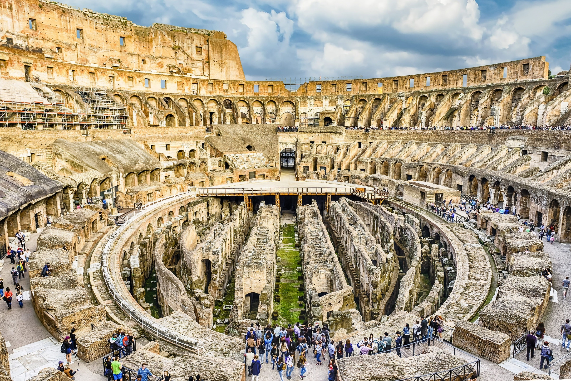Panoramic view of the Colosseum, Rome © Marco Rubino / Shutterstock