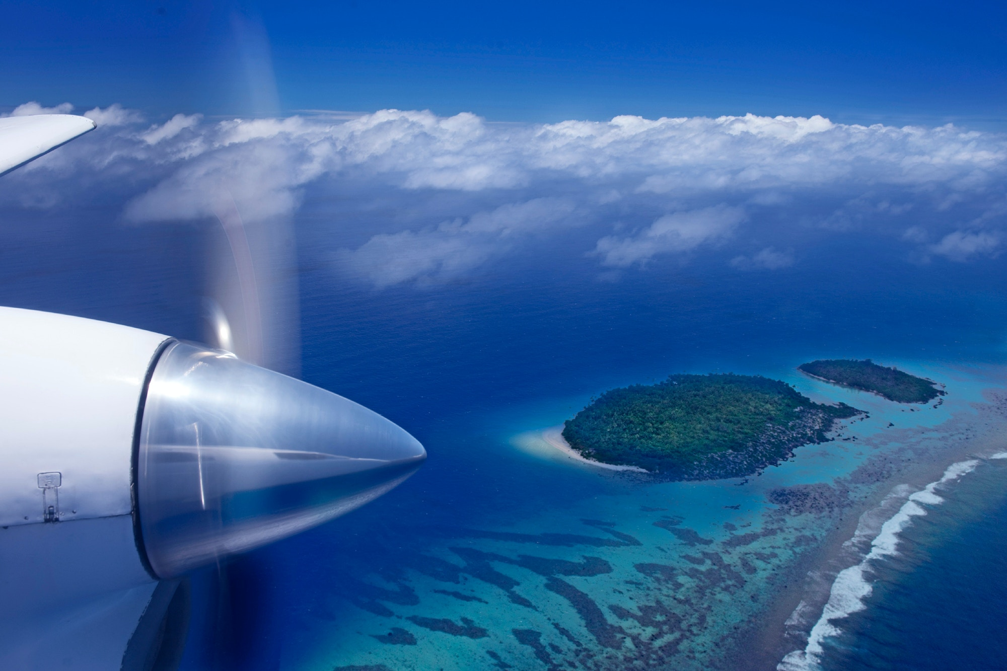 A view of a tropical island from the window of a light aircraft © Pete Seaward / Lonely Planet