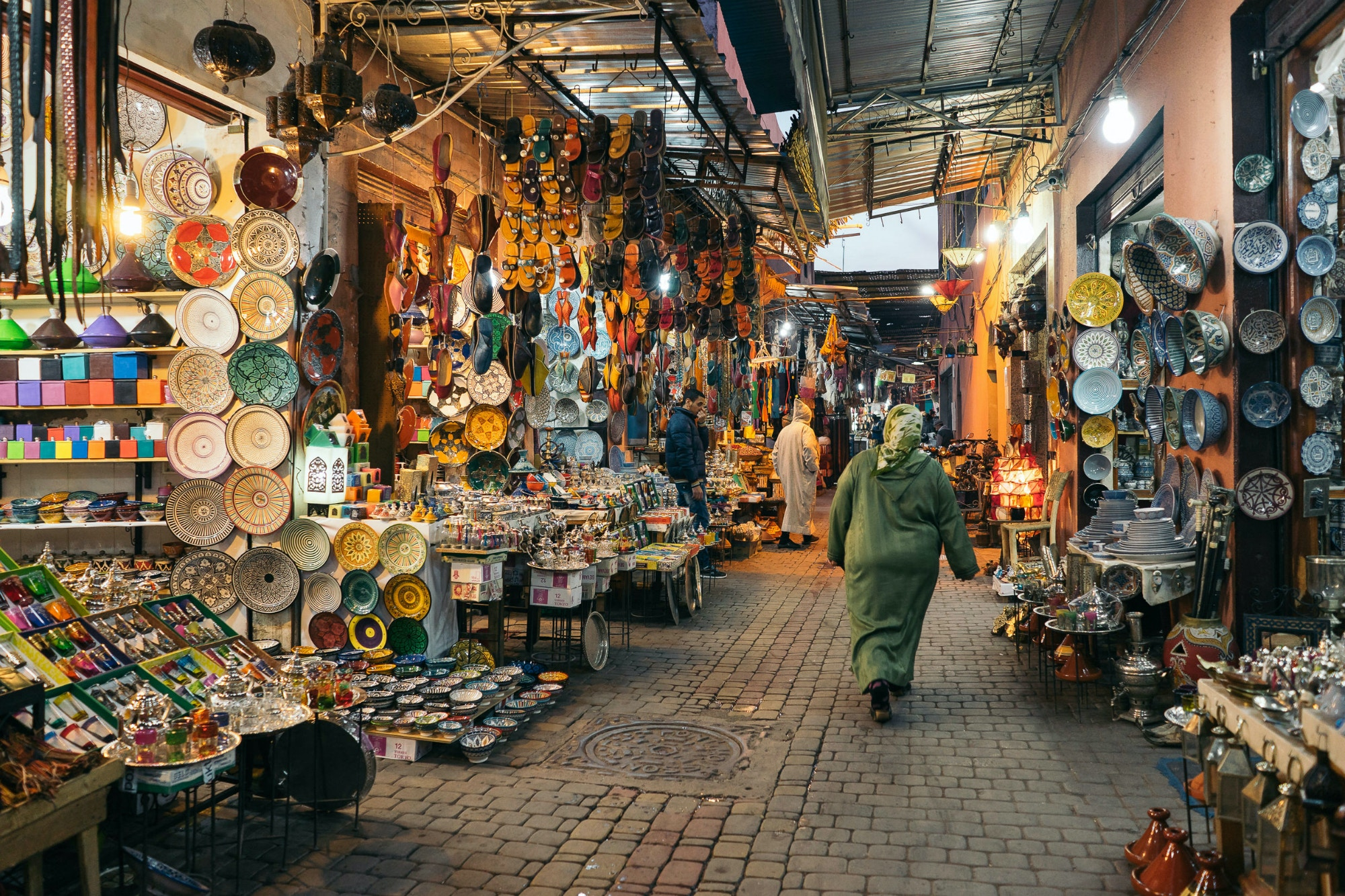 Stroll through the souks in Marrakech © HUANG Zheng / Shutterstock