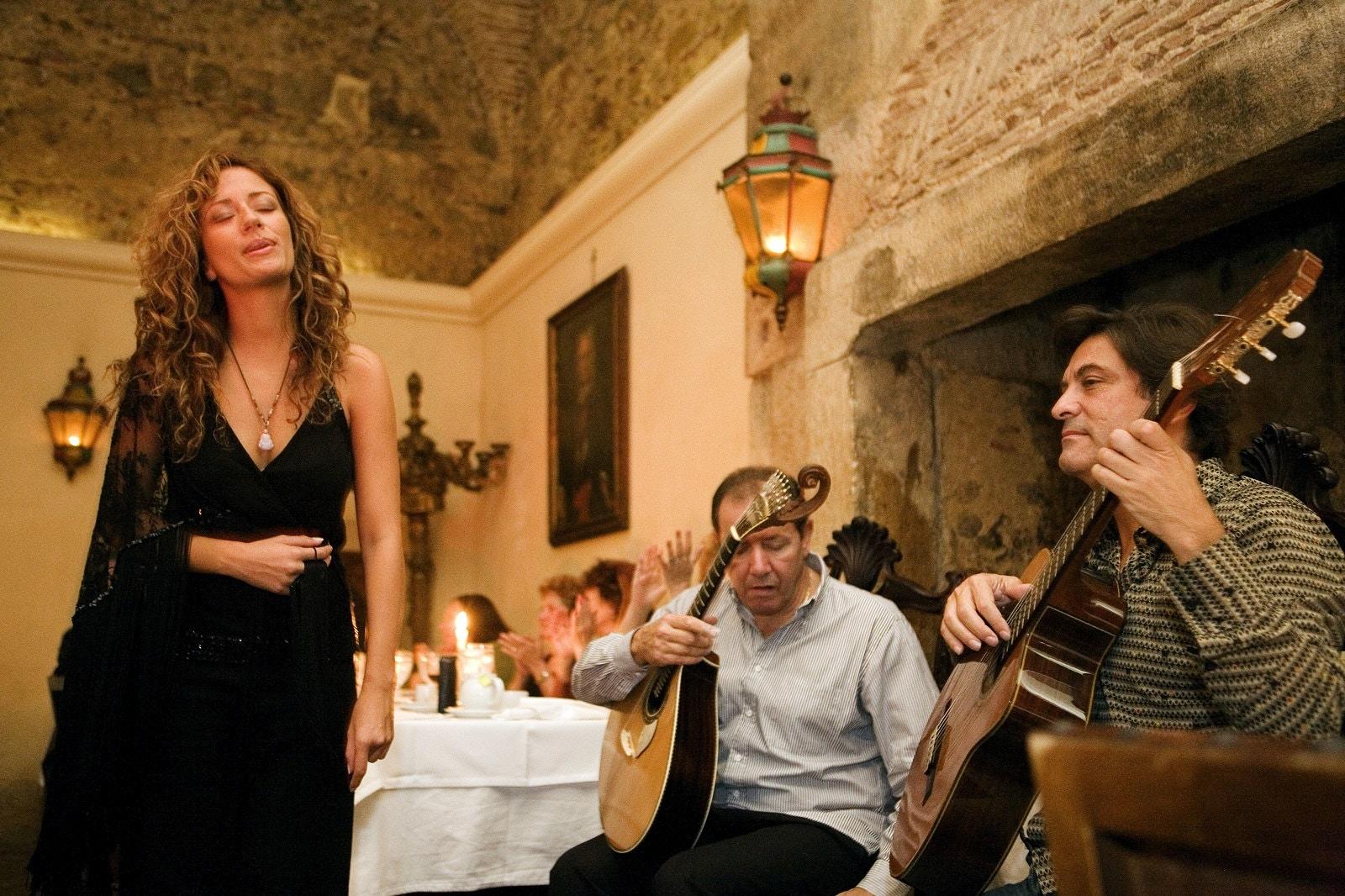 Fado singer Ana Moura in Bacalhau de Molho restaurant, Lisbon © OSOMEDIA