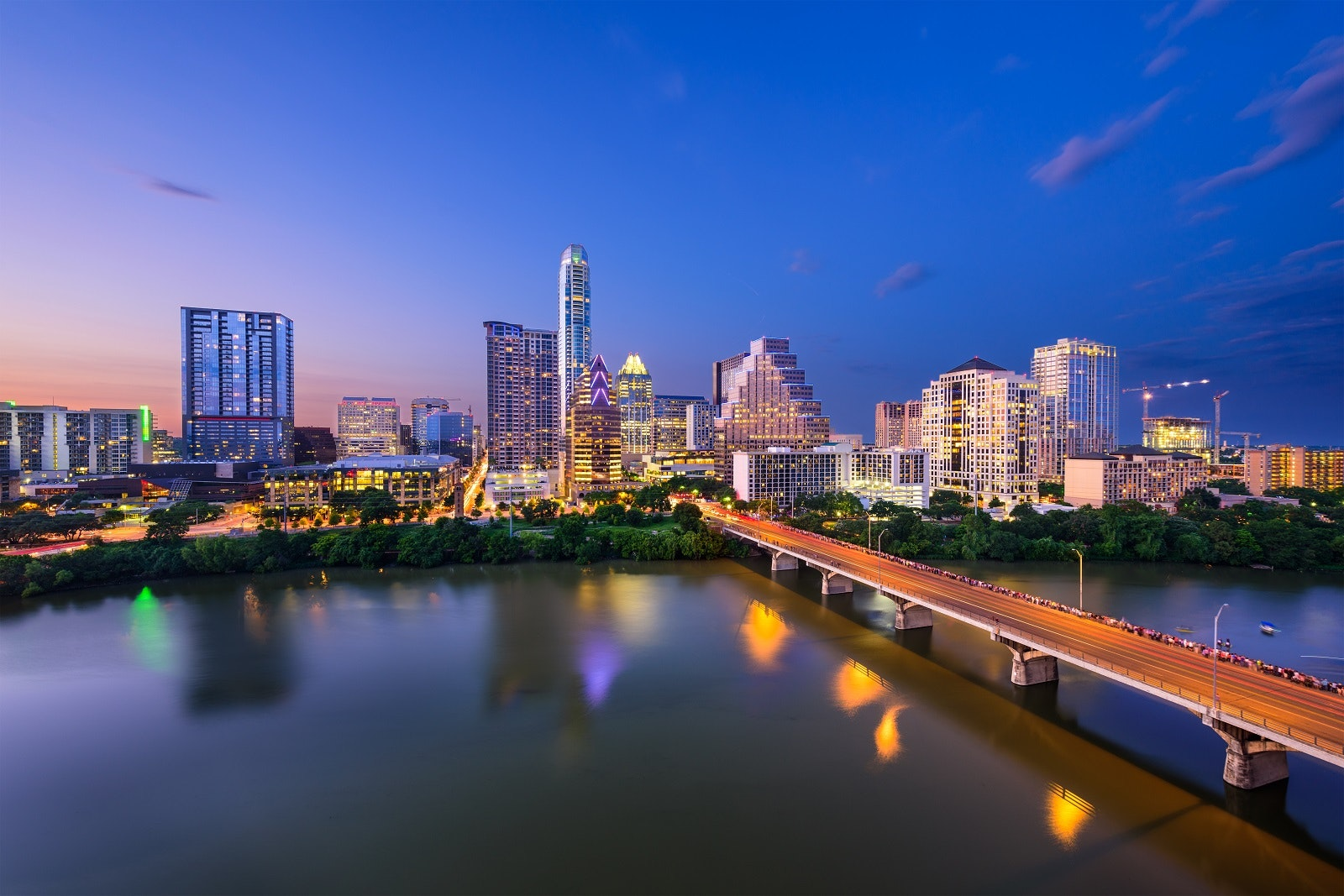 Austin at night © SeanPavonePhoto / Getty Images