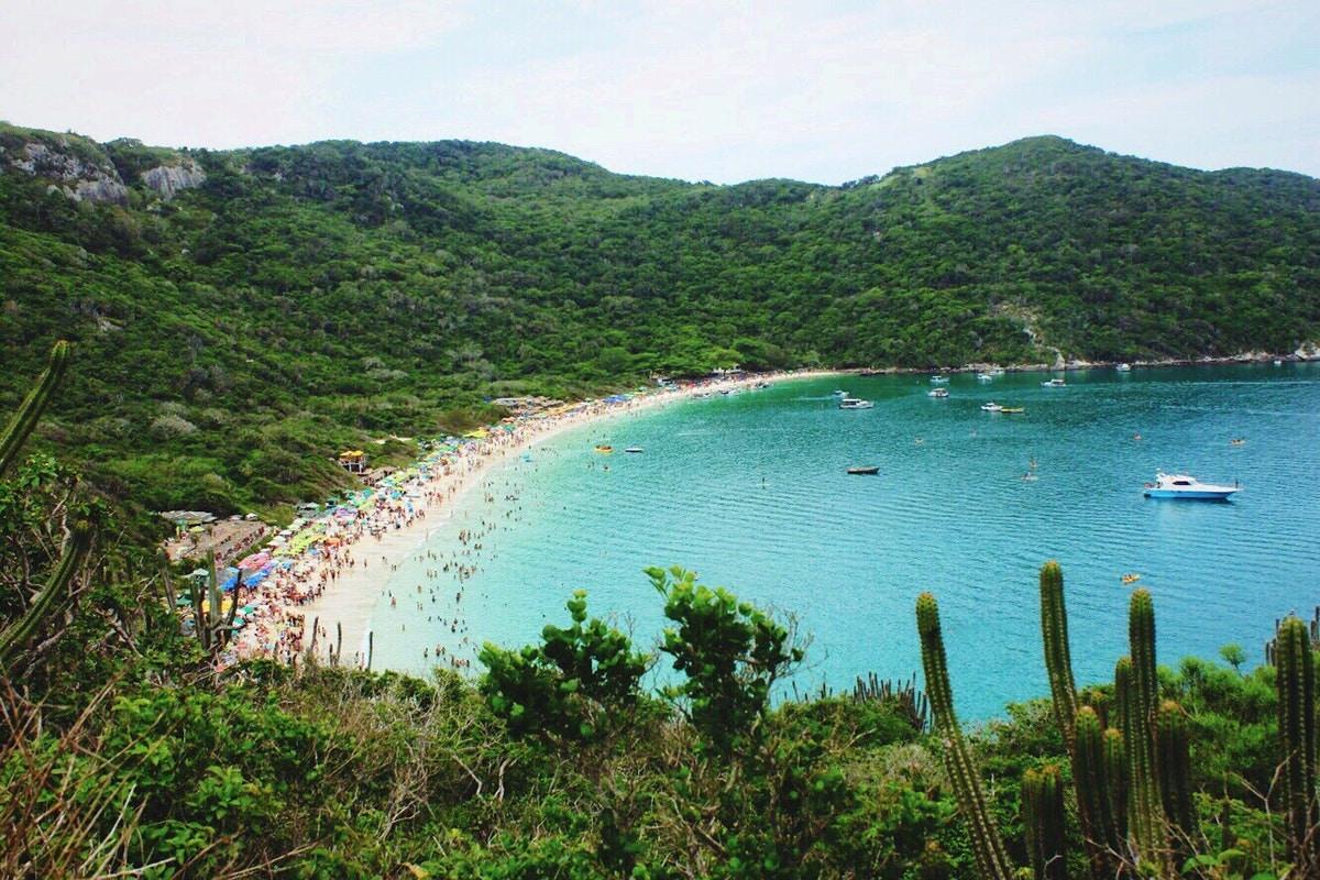 One of many beautiful beaches in Rio de Janeiro © Caroline Feital