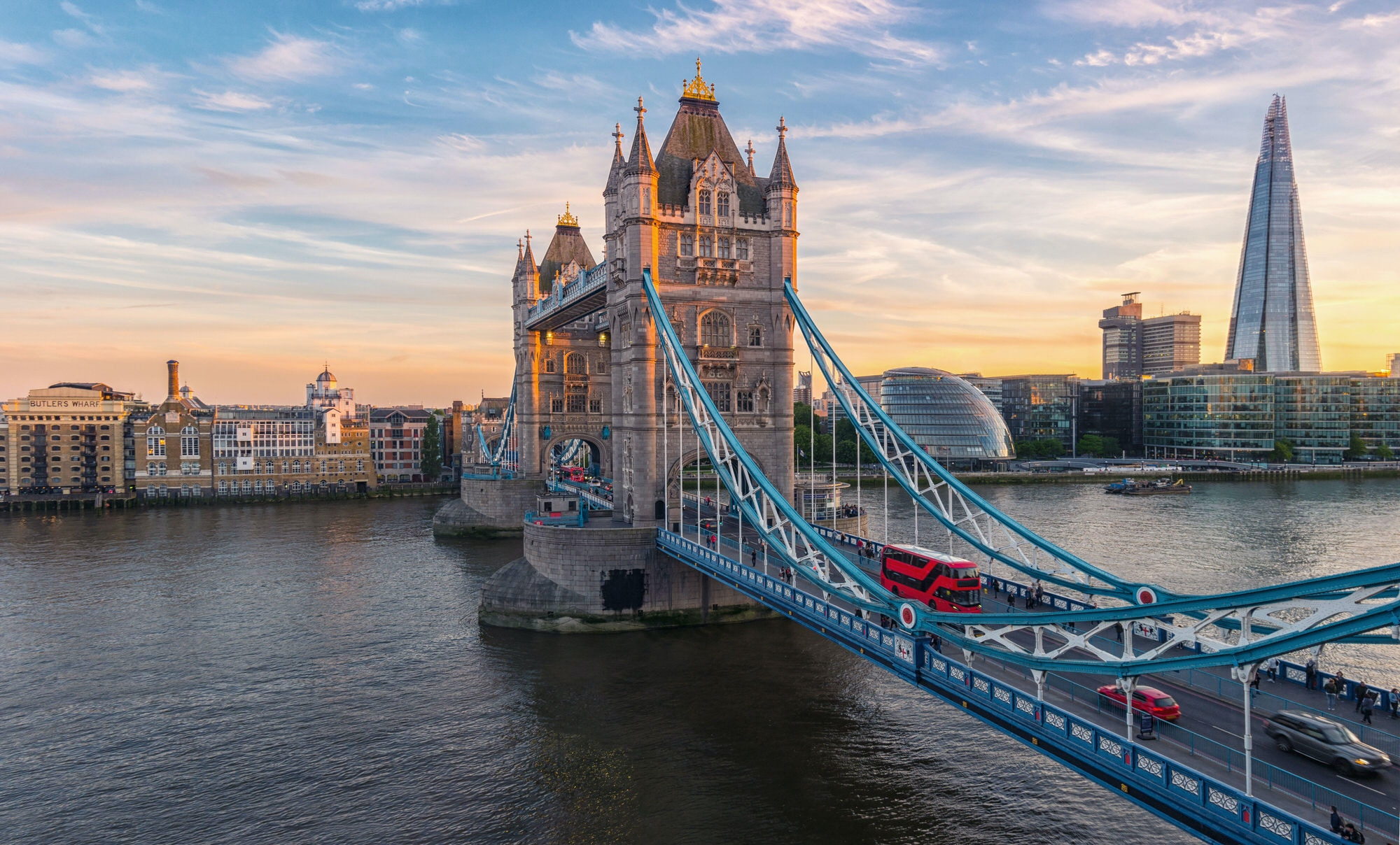 Traffic passes on Tower Bridge in London during sunset © r.classen / Shutterstock
