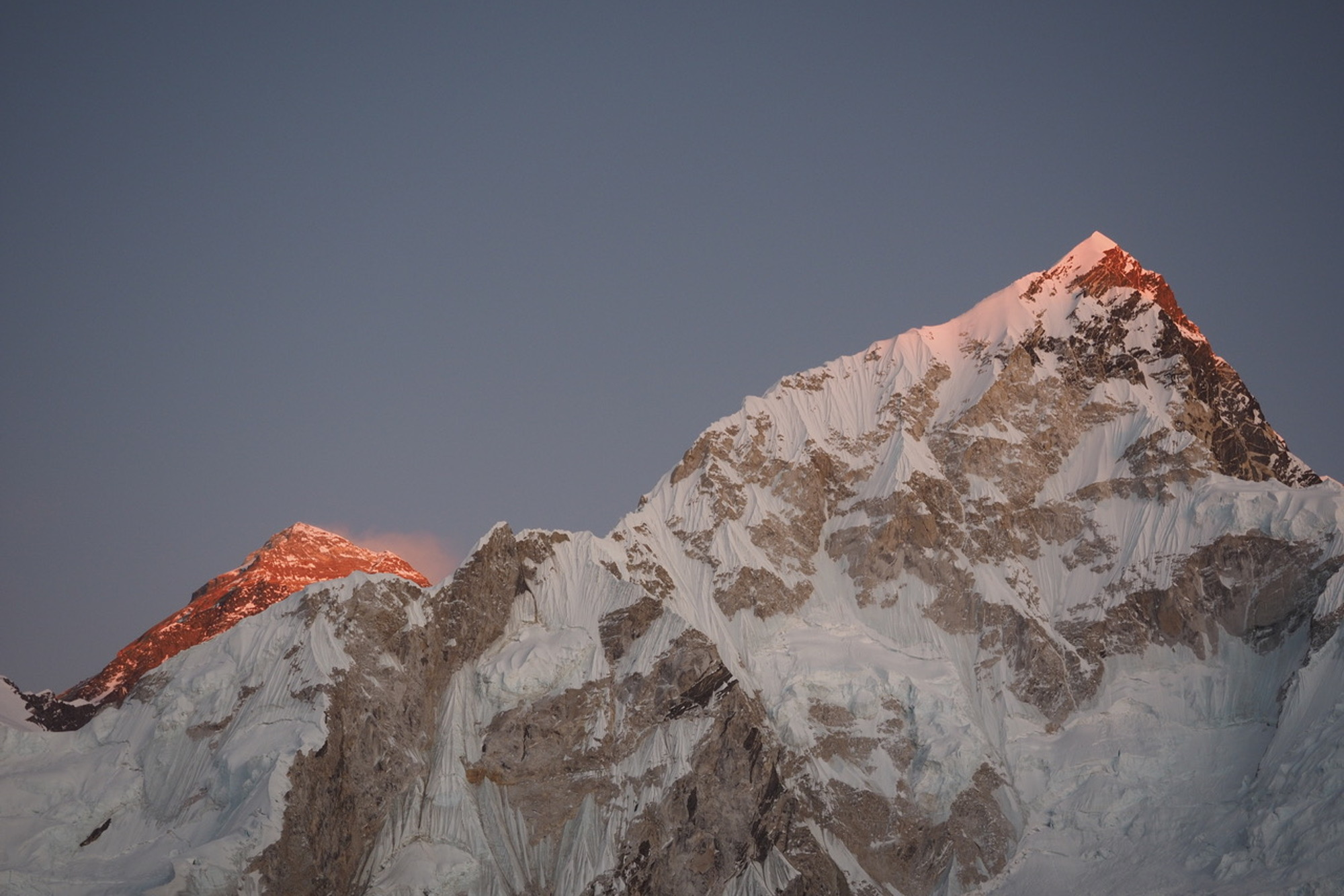 The sunset reflecting off Mount Everest's peak © Rob Lendon