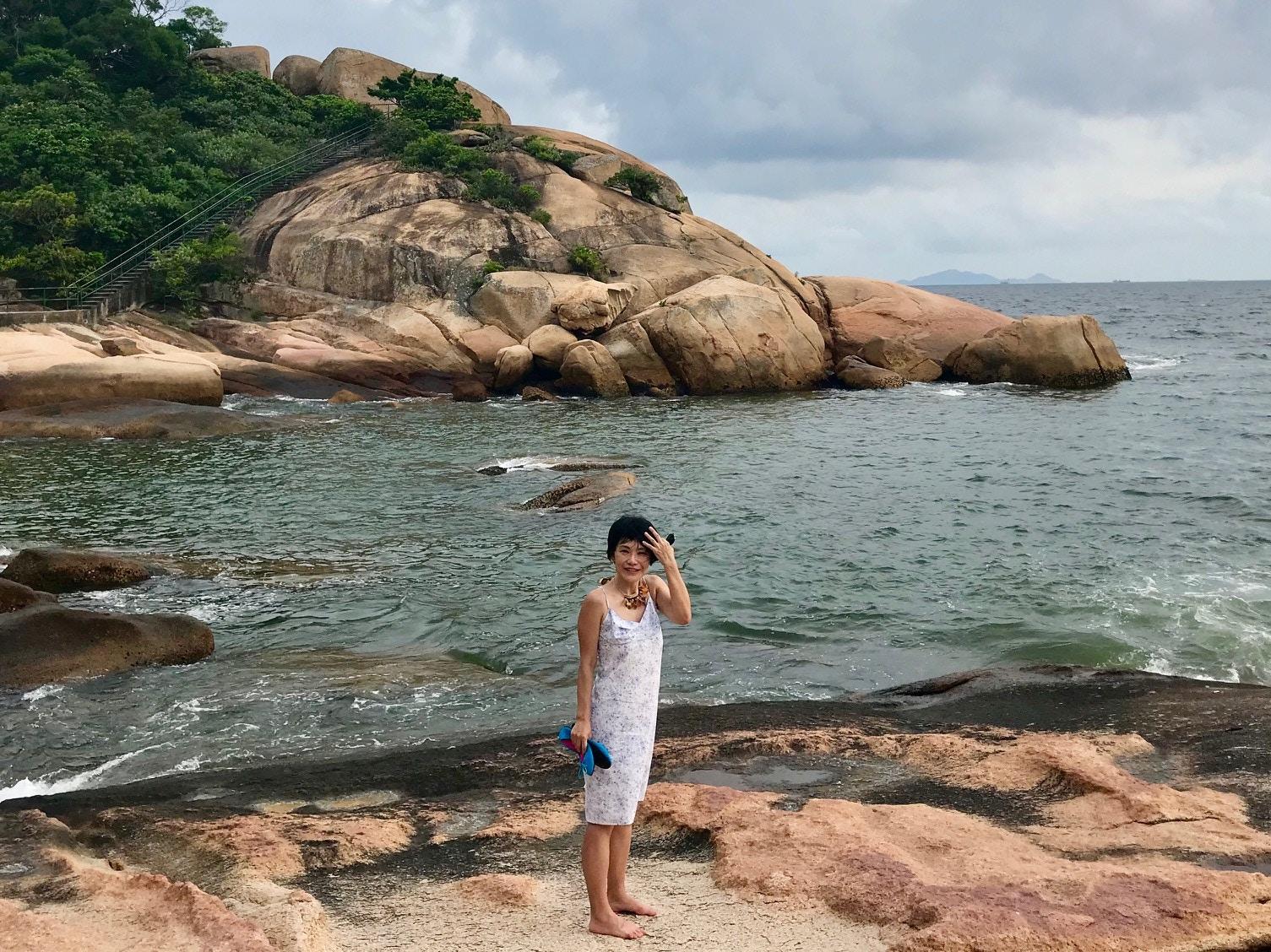 Piera Chen by the sea