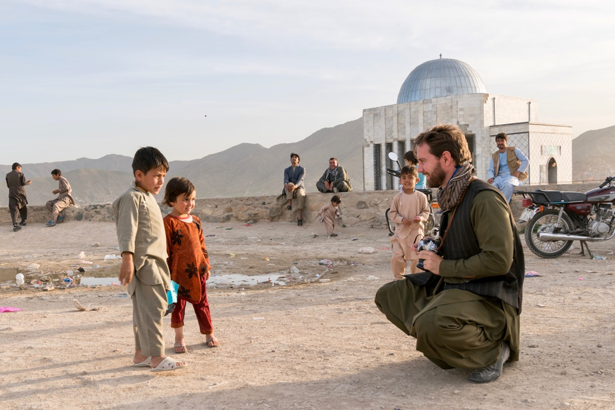 Rob with kite runners in Kabul, Afghanistan © Rob Lendon