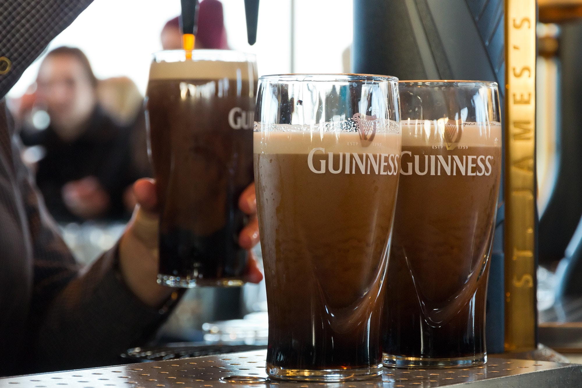 Pulling pints at the Guinness Storehouse in Dublin © VanderWolf Images / Shutterstock