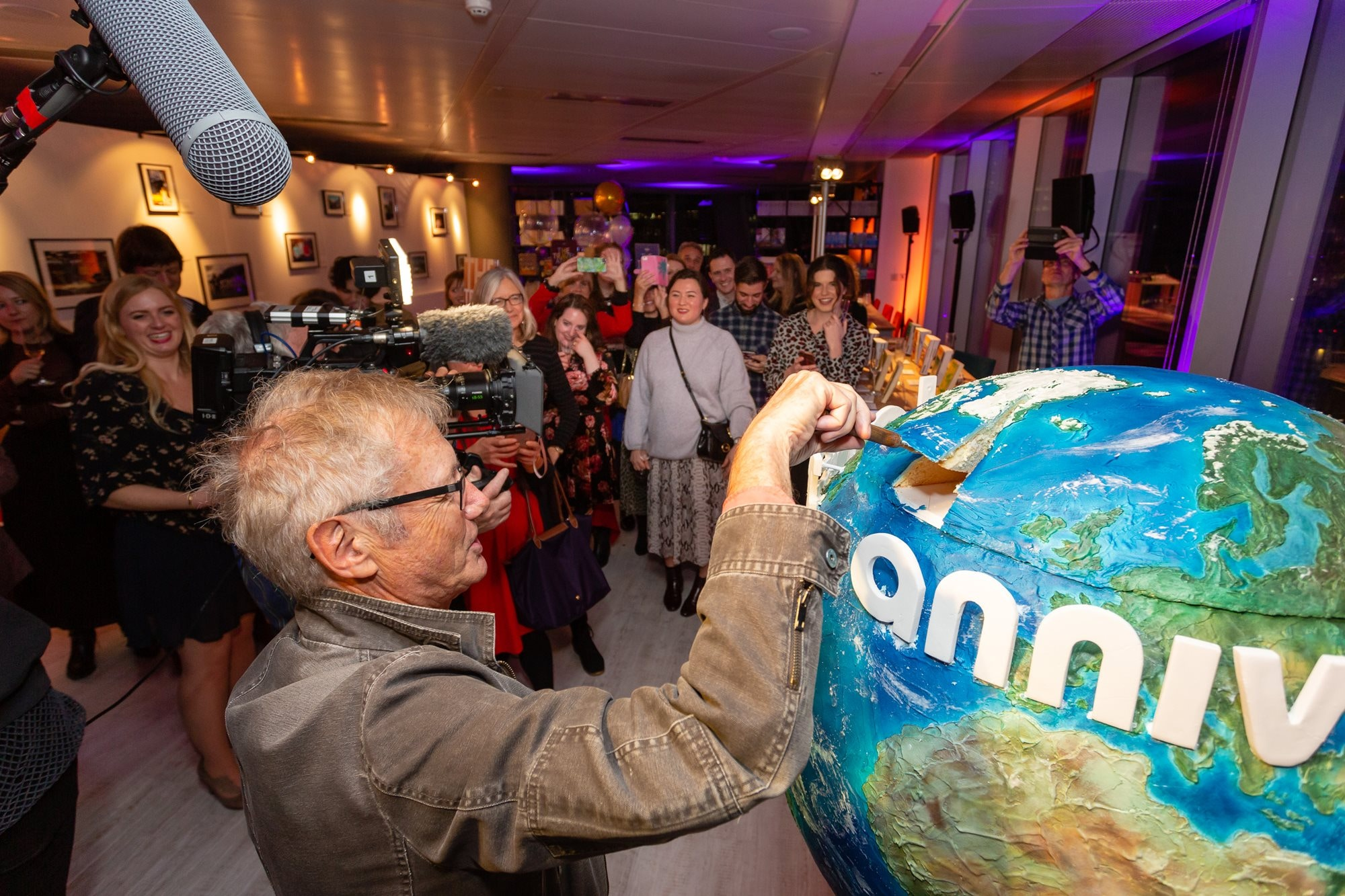 Tony cutting a huge Lonely Planet globe cake at our 45th birthday party in 2018 © Teofil Rewers Photography