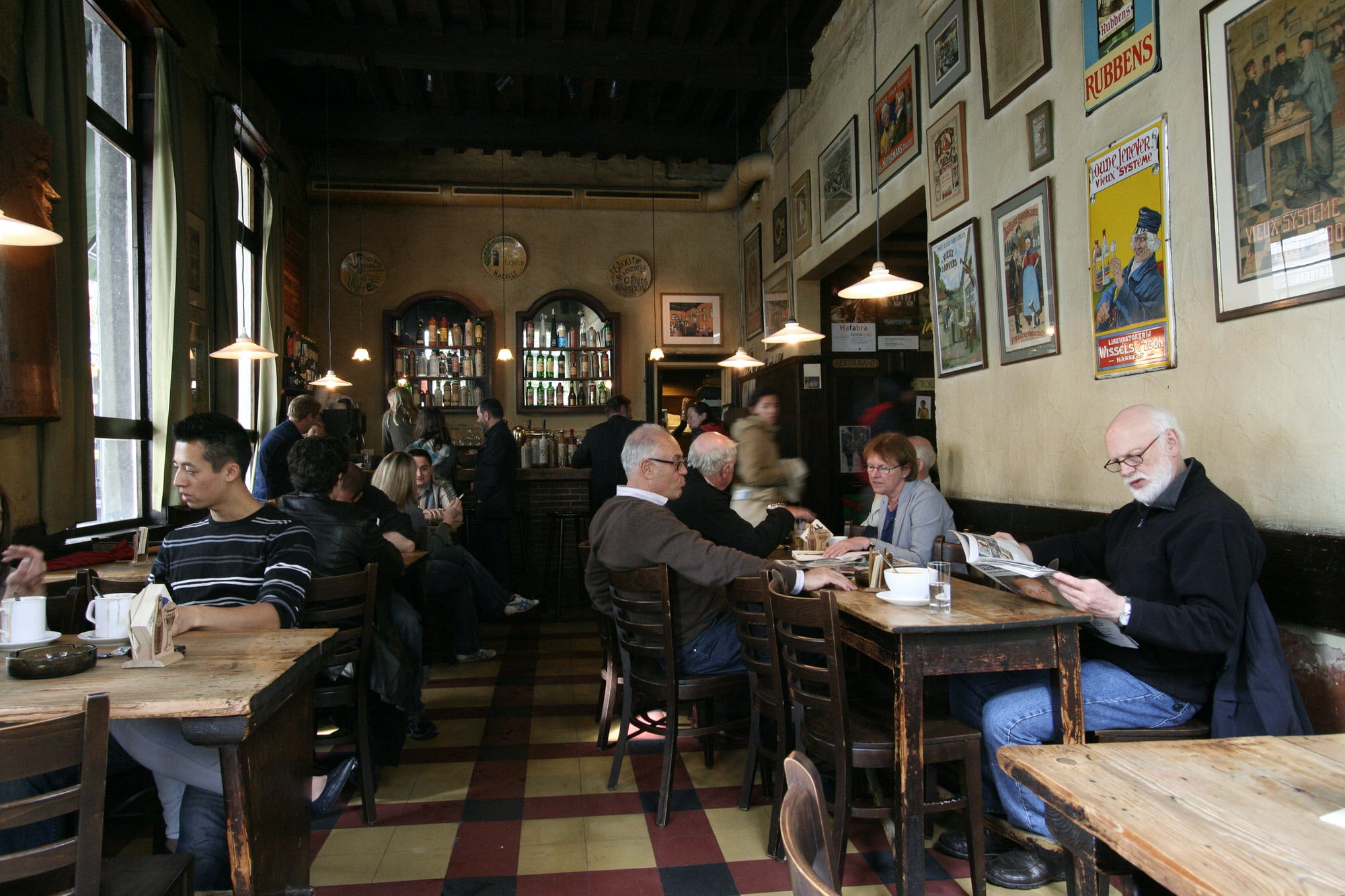 Jenever cafe De Vagant on Reyndersstraat, Antwerp
