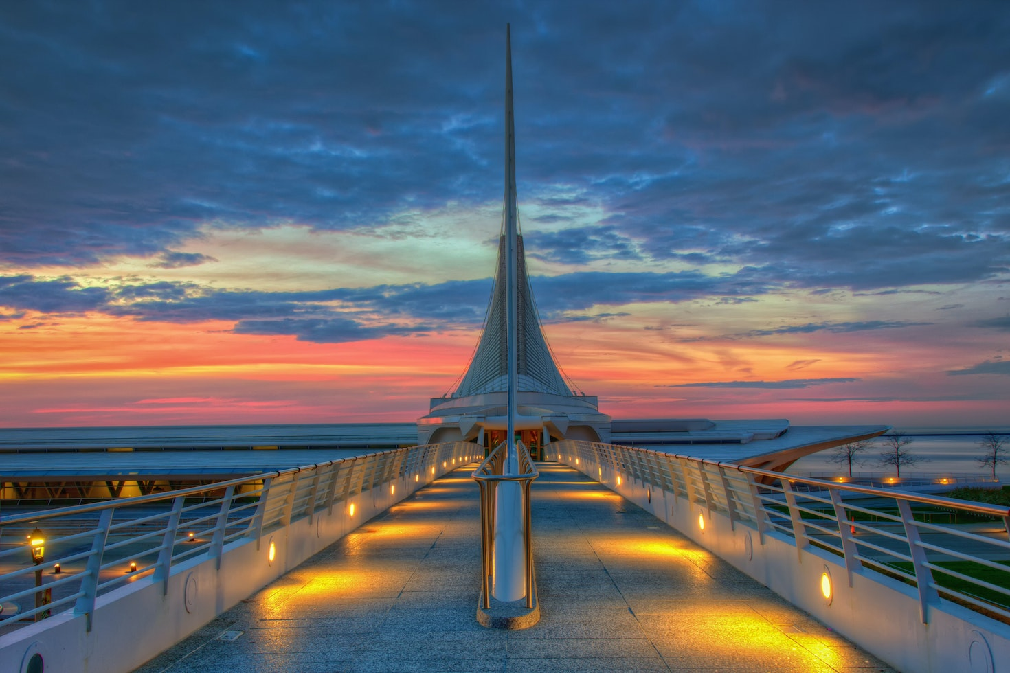 Exterior of the Milwaukee Art Museum which houses over 30,000 works of art © Abhishek Chandra / 500px