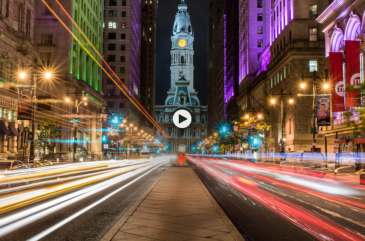 Cars whizzing past nightlife leading to the Philadelphia City Hall © Víctor Fernández / 500px