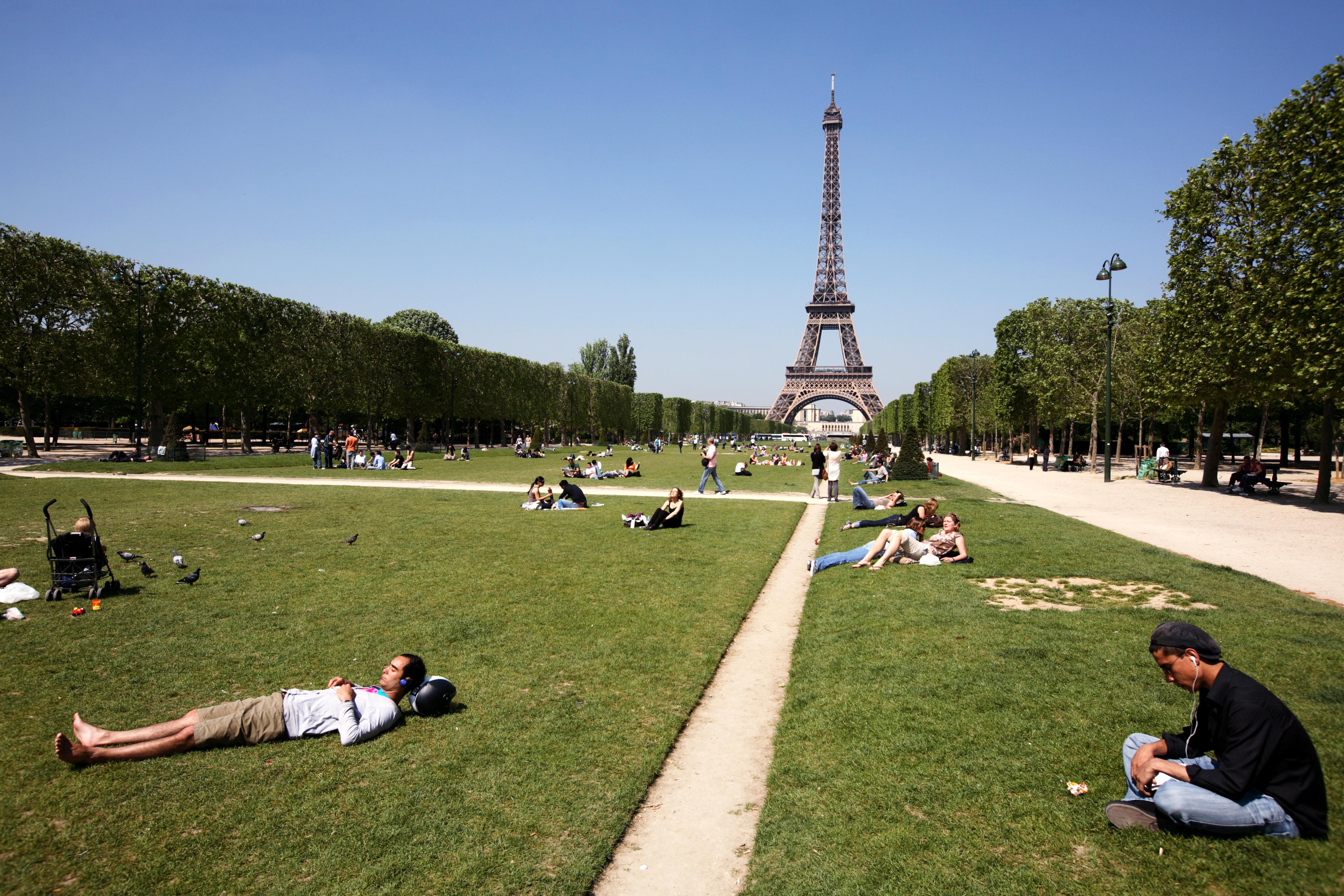 Parc du Champ de Mars | Paris, France Attractions - Lonely