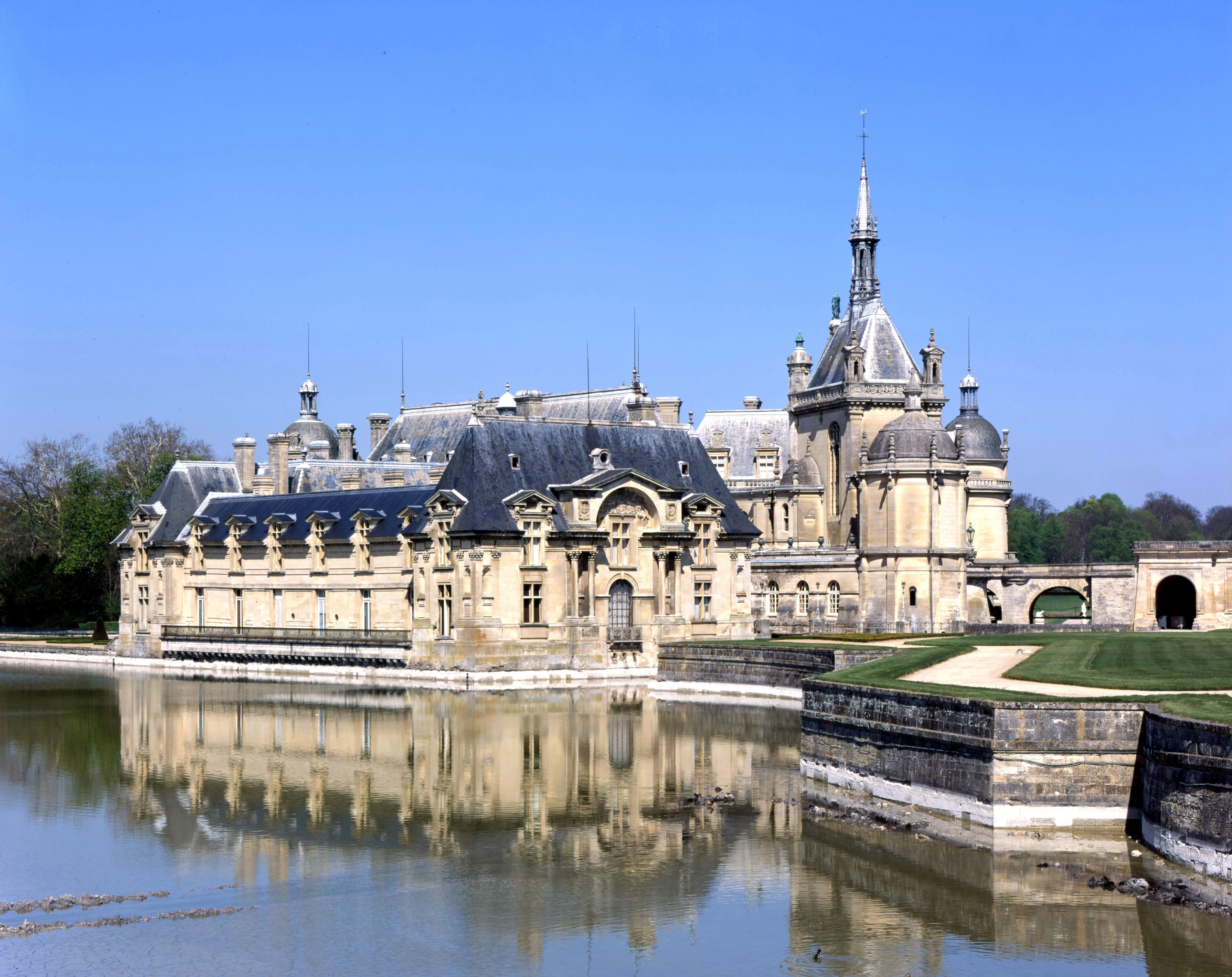 ch teau de chantilly chantilly france attractions lonely planet. Black Bedroom Furniture Sets. Home Design Ideas